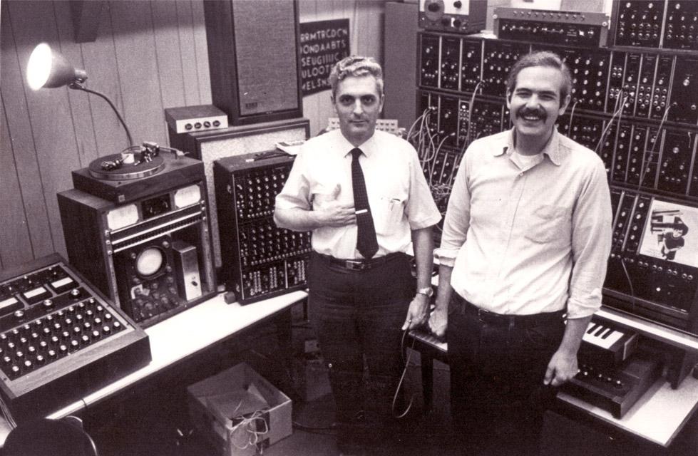 234_bob-moog-and-chris-swansen-with-large-modular-synthesizer_1968_600dpi