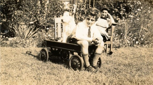 Young Bob Moog in the family wagon with his dog Scrappy as his mother Shirley Moog looks on, 1944.