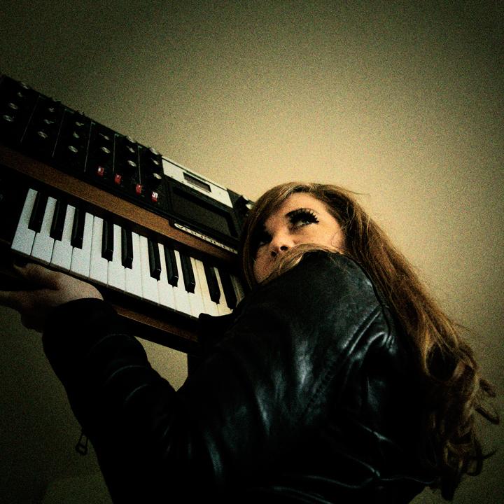 Moog Siren Tara Busch donates EP; launches re-mix contest
